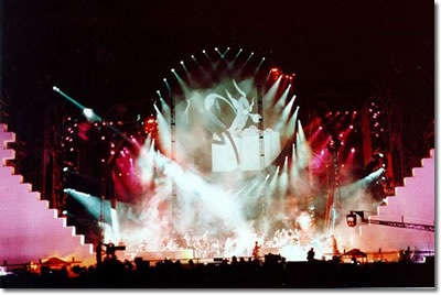 20090711_pink-floyd-the-wall-live-2009-stage.jpg